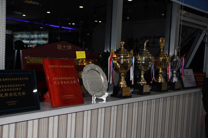 星牌俱乐部陈列的一张张证书和一座座奖杯见证了星牌为中国台球事业做出的巨大贡献