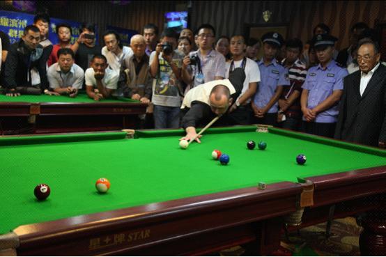 世界上最准的男人在中式台球桌上依然犀利