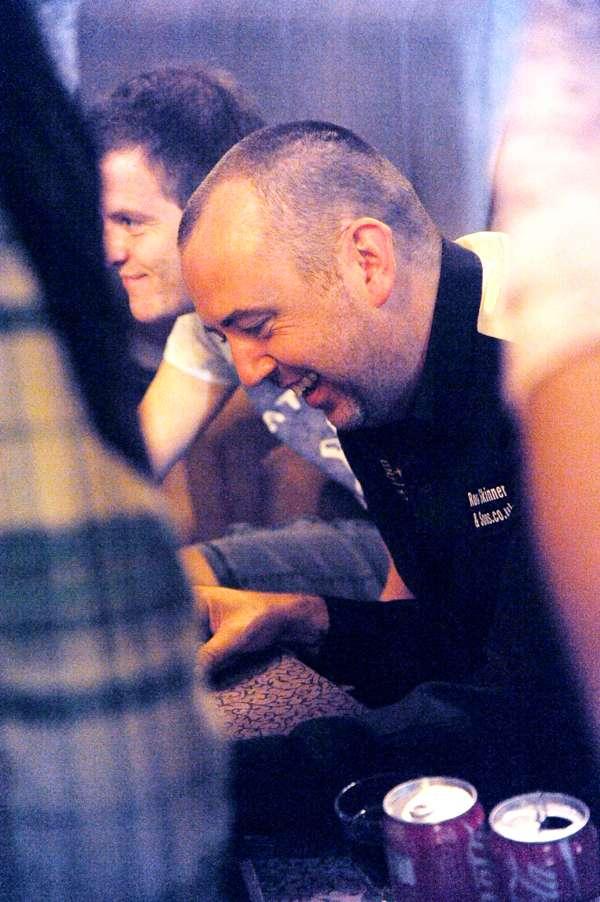 虽然签名签的手发酸,但马克还是很开心