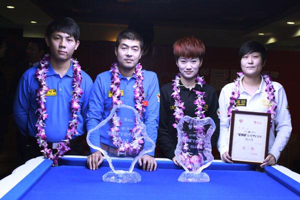 左起:男子亚军郑宇伯、冠军陈强、女子冠军韩雨、亚军周子凝
