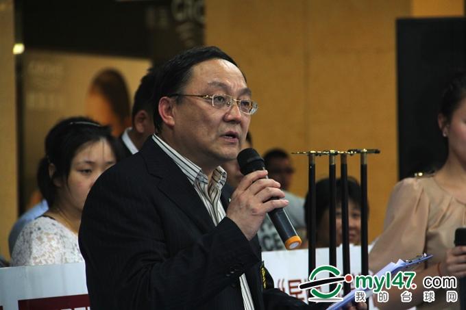 本站比赛裁判长、北京台球协会副秘书长刘健宣布比赛成绩