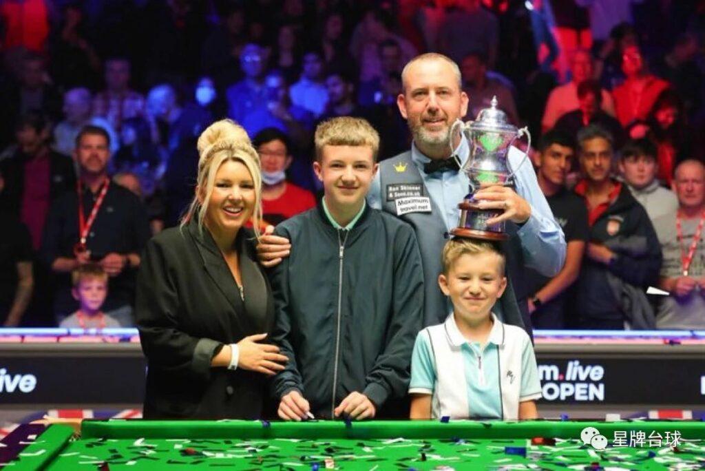 威廉姆斯夺得英国公开赛冠军!北爱尔兰公开赛资格赛今日接棒